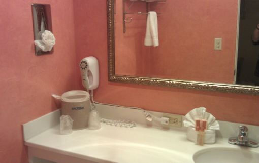 Hacienda Hotel bathroom