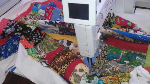 community_quilting_bee04