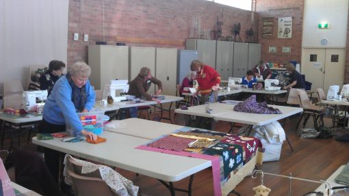 community_quilting_bee06