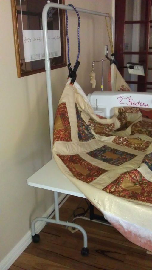Improvise Bungee Cord System To Hold Up Quilt Rhonda