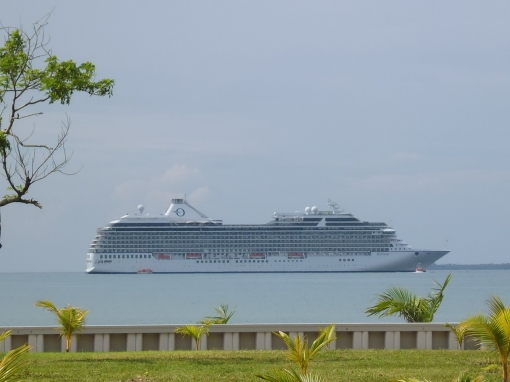 The Oceania Riviera, a 1250-person (max.) cruise ship