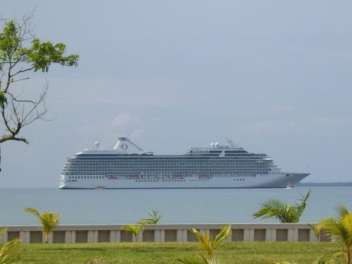 The Oceania Riviera, a 1250-person (max.) cruise ship