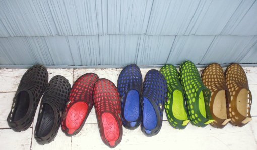 Shoes and shingles (water shoes [Aleader brand] for the whole family + visitors)